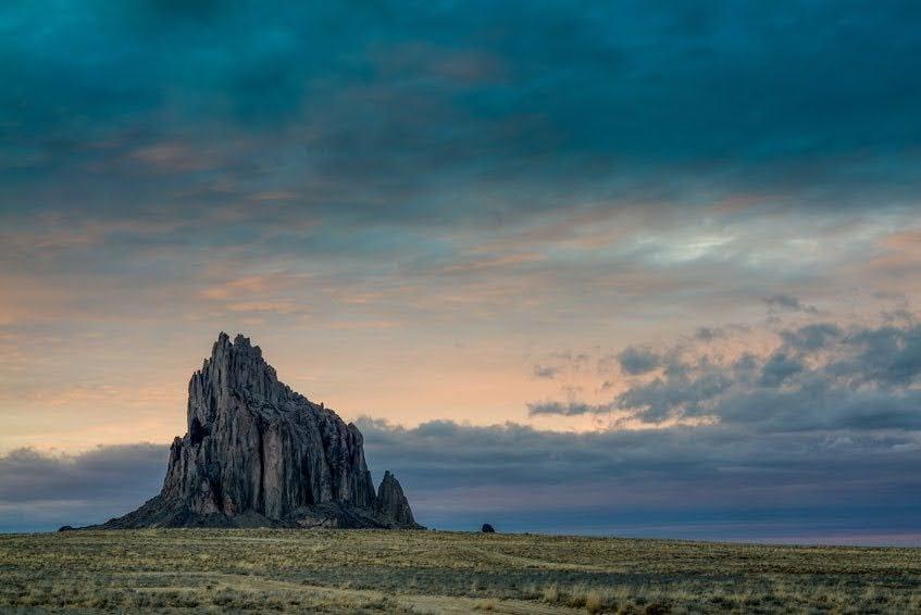 Uma pedra antiga no deserto
